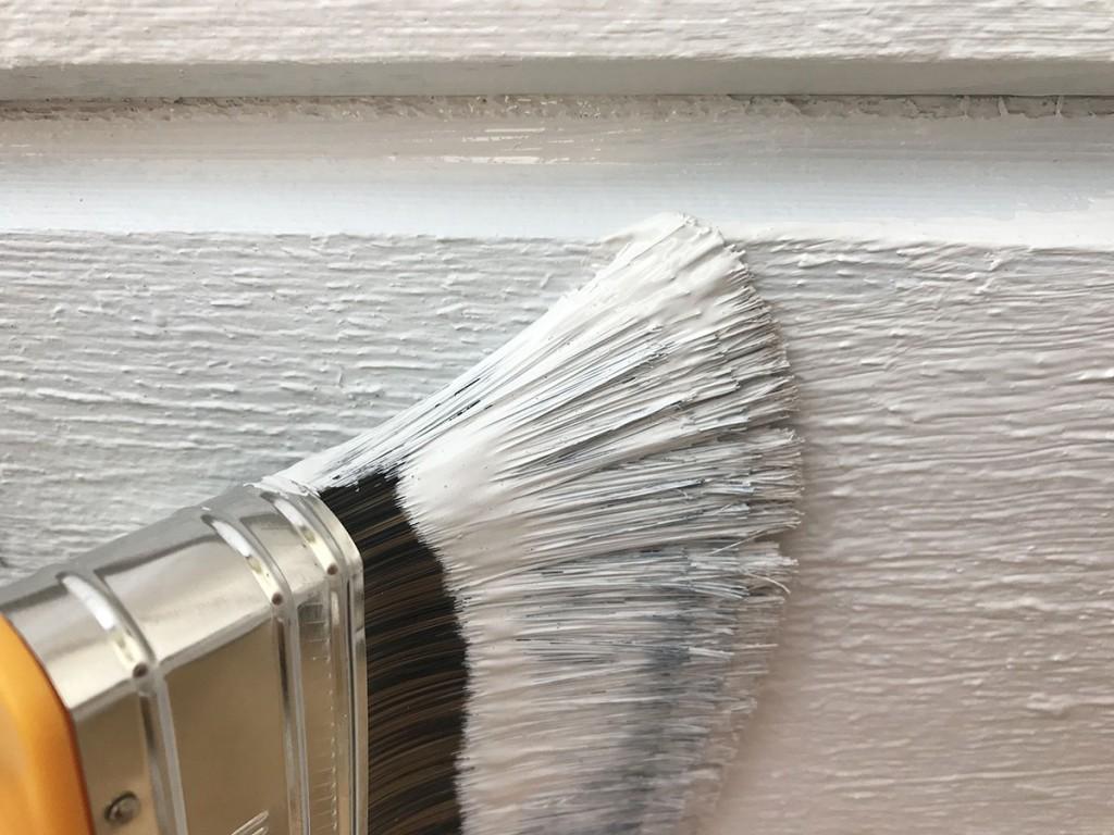 Täckmåla fasaden med målarfärg